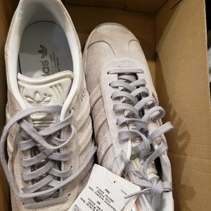 New with tags Adidas gazelle